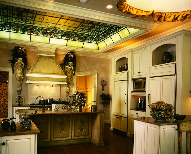 Another award-winning Peter Salerno kitchen, with a splash of green. (Credit Peter Rymwid)