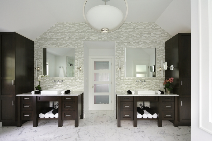 Peter Salerno Inc. award winning transitional bath design, 2015. [Photo: Peter Rymwid]