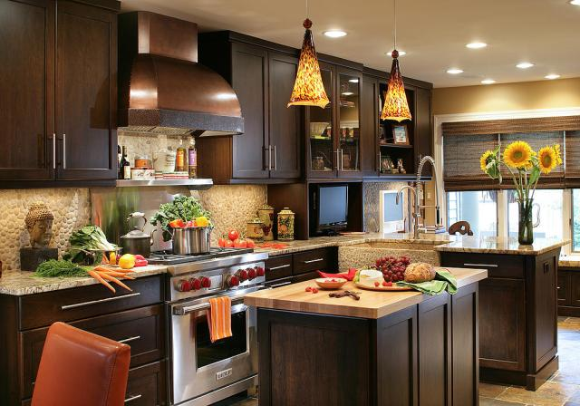 Express your personality with statement lights for your kitchen island, one of 2015's hot design trends. (Courtesy Peter Salerno, Peter Rymwid)