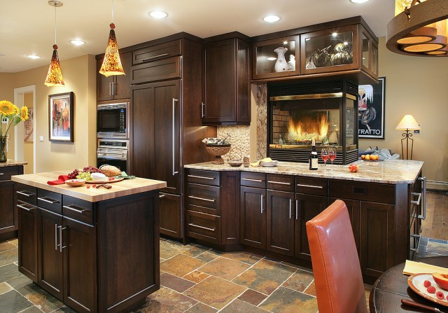 A gorgeous transitional kitchen design from Peter Salerno's TRANSITIONS™ line. (Photo: Peter Rymwid)