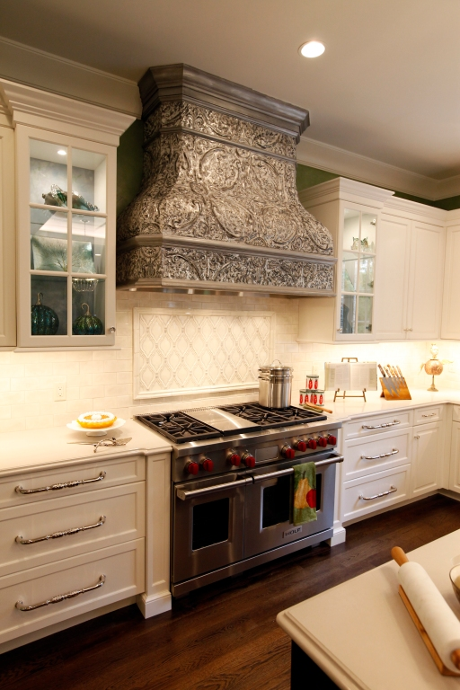 Glass cabinetry helps your kitchen design feel fresh, open and bright.